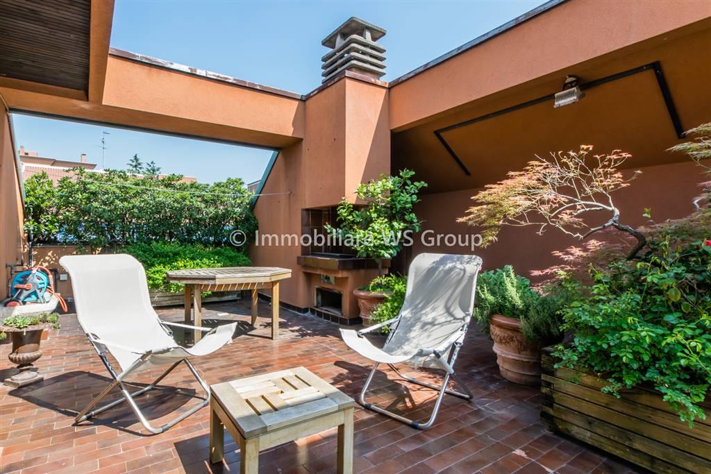 Appartamento in Vendita a Monza: 5 locali, 270 mq