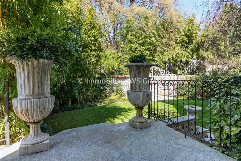 Villa in Vendita a Monza: 5 locali, 520 mq