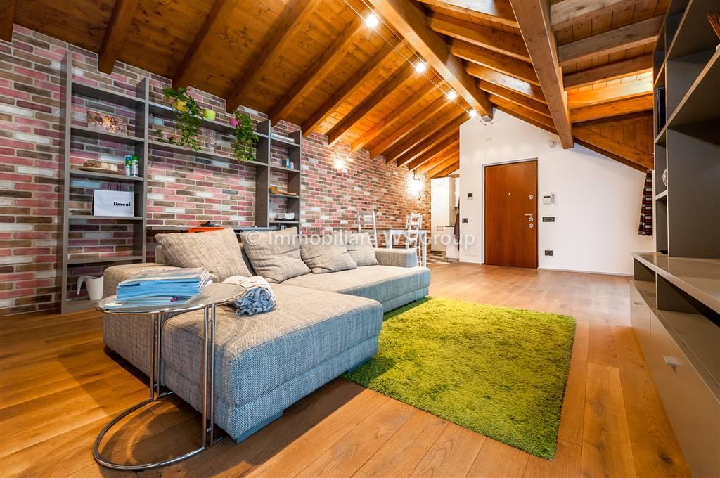 Appartamento in Affitto a Giussano: 2 locali, 65 mq