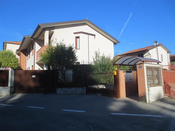 Villa in vendita a Concorezzo, 5 locali, prezzo € 380.000 | Cambiocasa.it