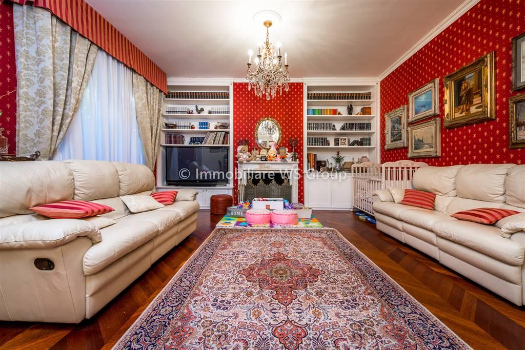 Villa in Vendita a Monza: 5 locali, 325 mq