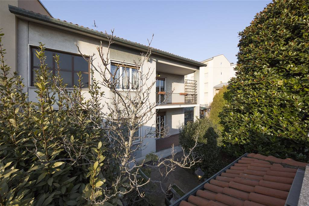 Villa in vendita a Muggiò, 7 locali, prezzo € 350.000 | Cambio Casa.it