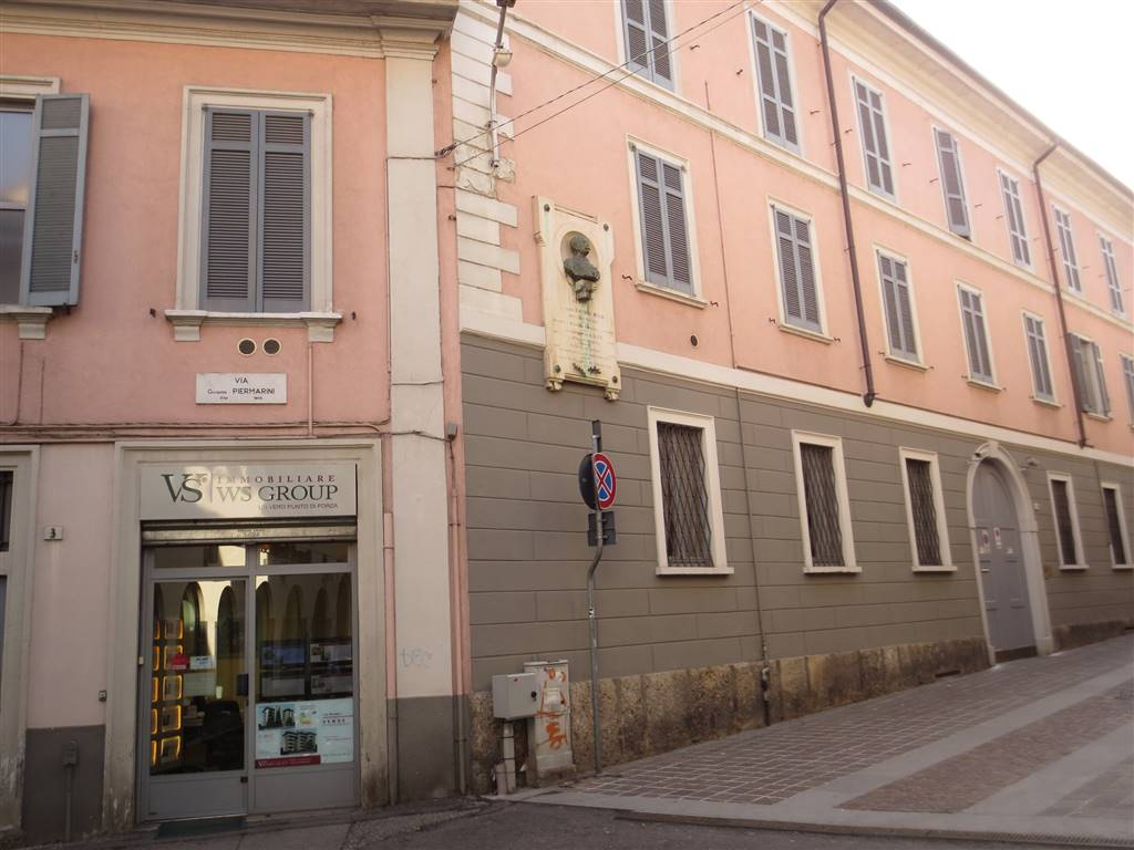 Negozio / Locale in affitto a Monza, 3 locali, zona Zona: 1 . Centro Storico, San Gerardo, Via Lecco, prezzo € 1.200   CambioCasa.it