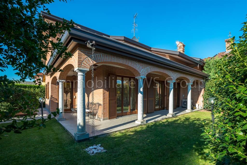 Villa in Vendita a Macherio: 4 locali, 285 mq