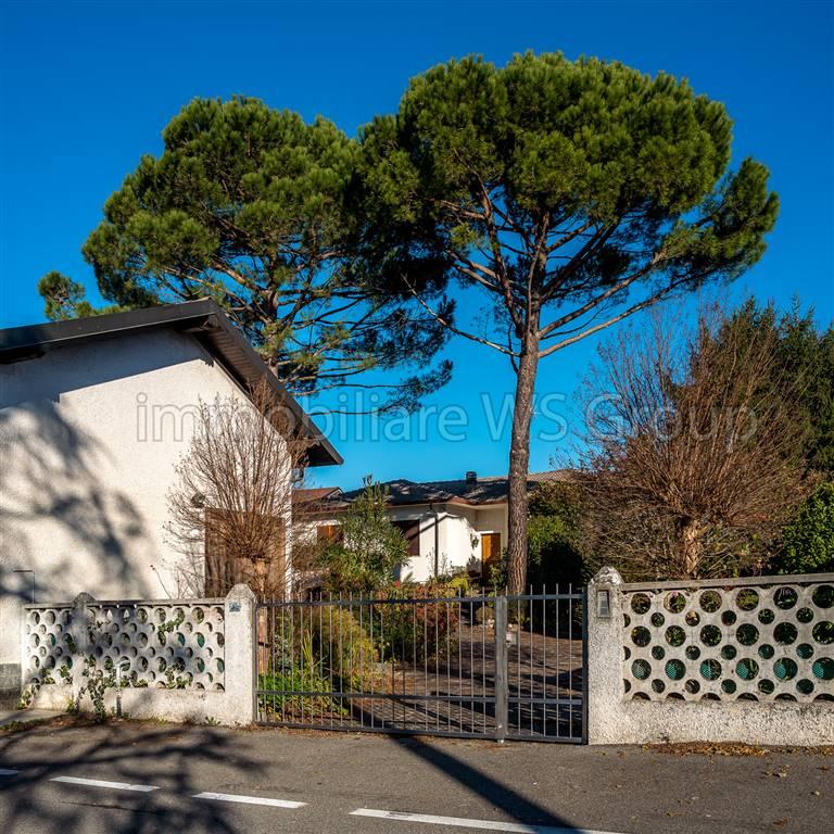 Villa in Vendita a Lesmo: 4 locali, 300 mq