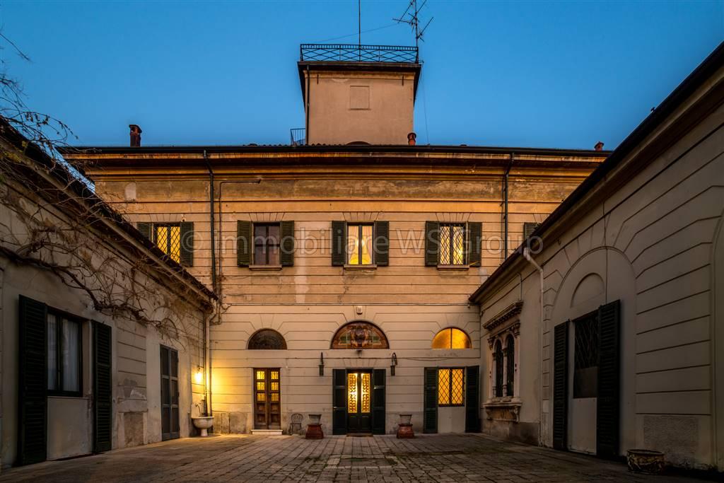Villa in Vendita a Monza: 5 locali, 1000 mq