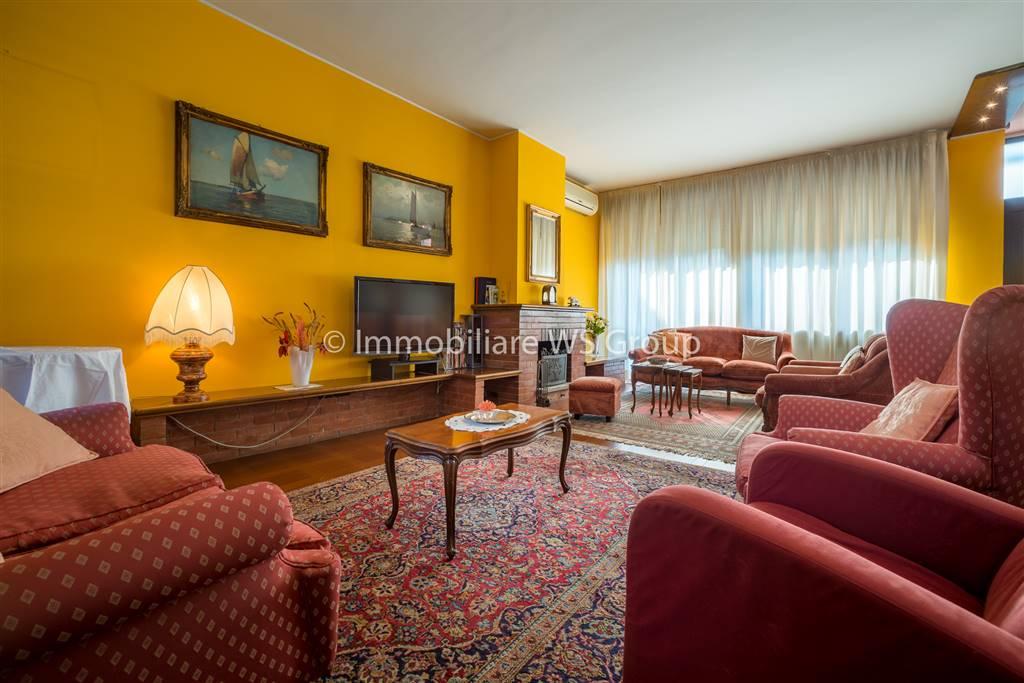 Villa in Vendita a Brugherio: 4 locali, 250 mq