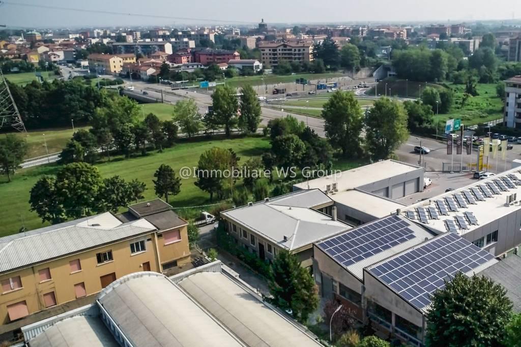 Laboratorio in Vendita a Monza: 5 locali, 500 mq