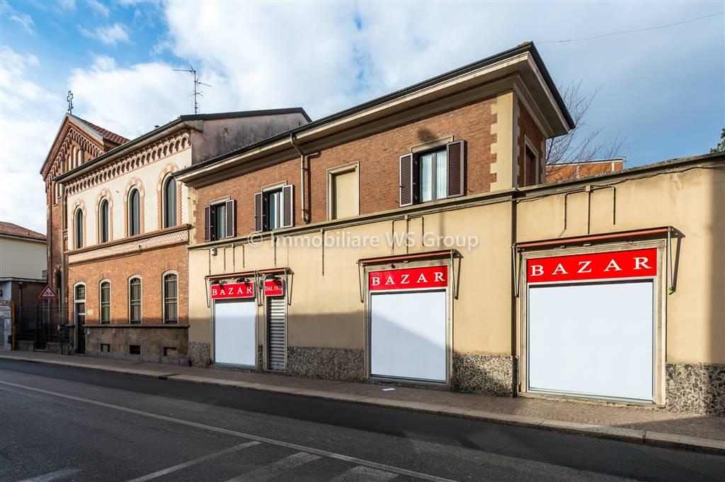 Negozio-locale in Vendita a Monza: 1 locali, 150 mq