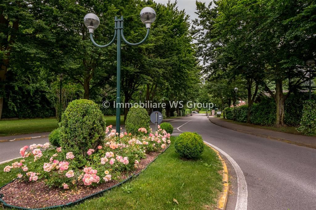 Villa in Vendita a Lesmo: 5 locali, 250 mq
