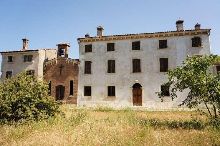 Soluzione Indipendente in vendita a Lavagno, 15 locali, prezzo € 750.000 | Cambio Casa.it