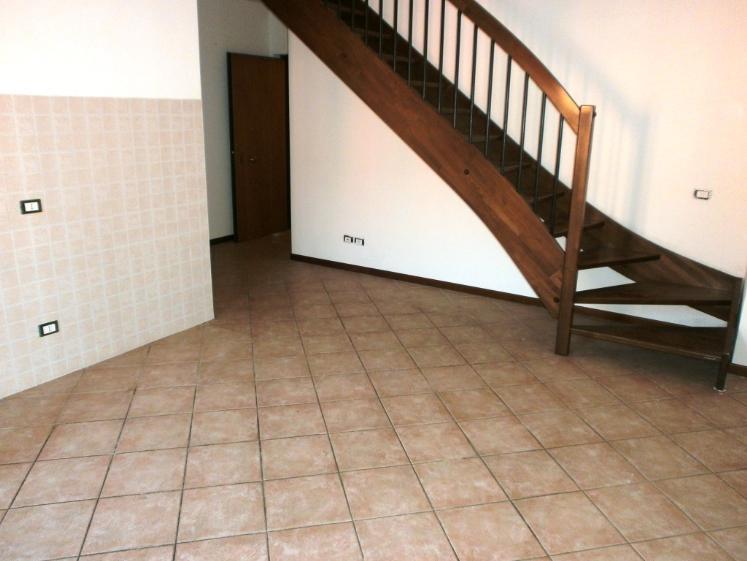 Appartamento in vendita a Colognola ai Colli, 3 locali, zona Zona: Stra, prezzo € 96.000 | CambioCasa.it