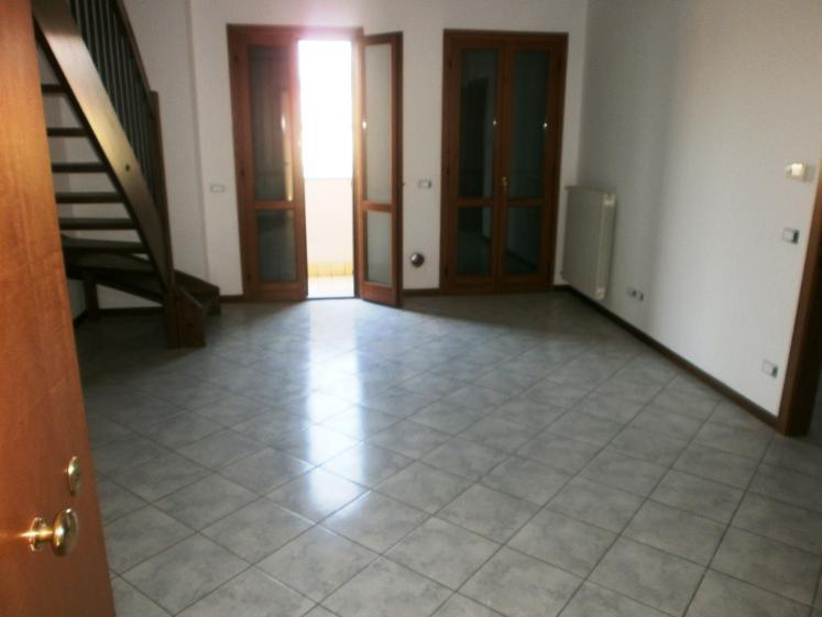 Appartamento in vendita a Colognola ai Colli, 3 locali, zona Zona: Stra, prezzo € 97.000 | CambioCasa.it