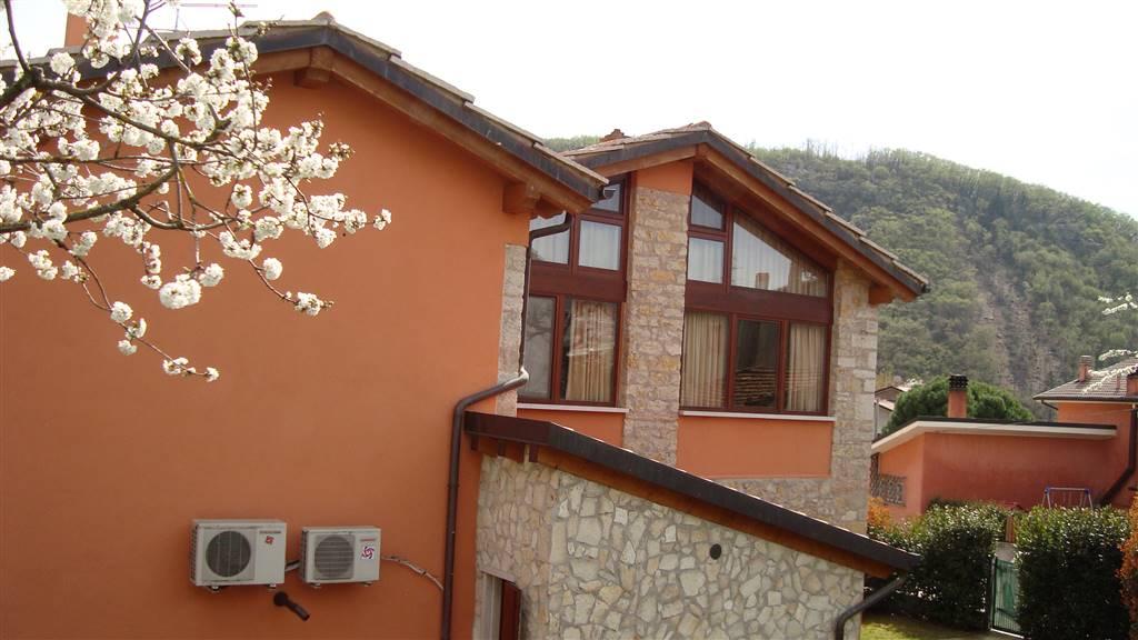 Rustico / Casale in vendita a Bosco Chiesanuova, 6 locali, zona Zona: Lughezzano-Arzerè, prezzo € 195.000 | CambioCasa.it