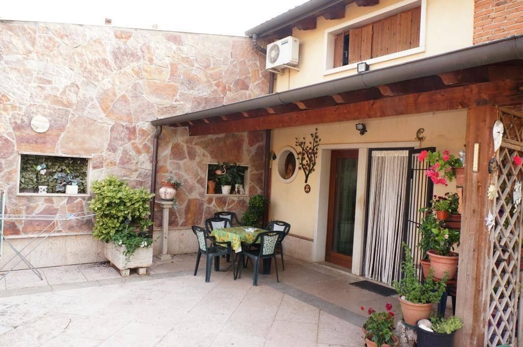 Rustico / Casale in vendita a Caldiero, 9 locali, prezzo € 270.000 | CambioCasa.it