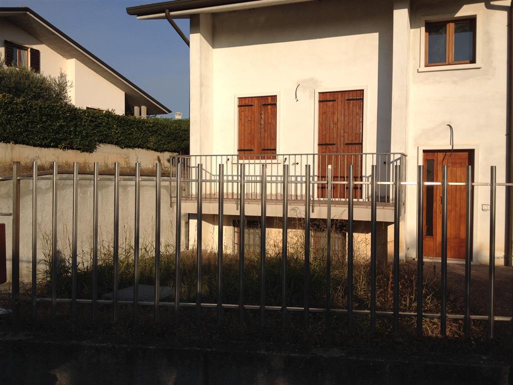 Soluzione Indipendente in vendita a Lavagno, 7 locali, zona Zona: San Briccio, prezzo € 410.000 | Cambio Casa.it