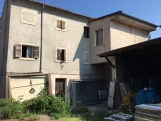Rustico / Casale in vendita a Colognola ai Colli, 7 locali, zona Zona: Pieve, prezzo € 140.000 | Cambio Casa.it