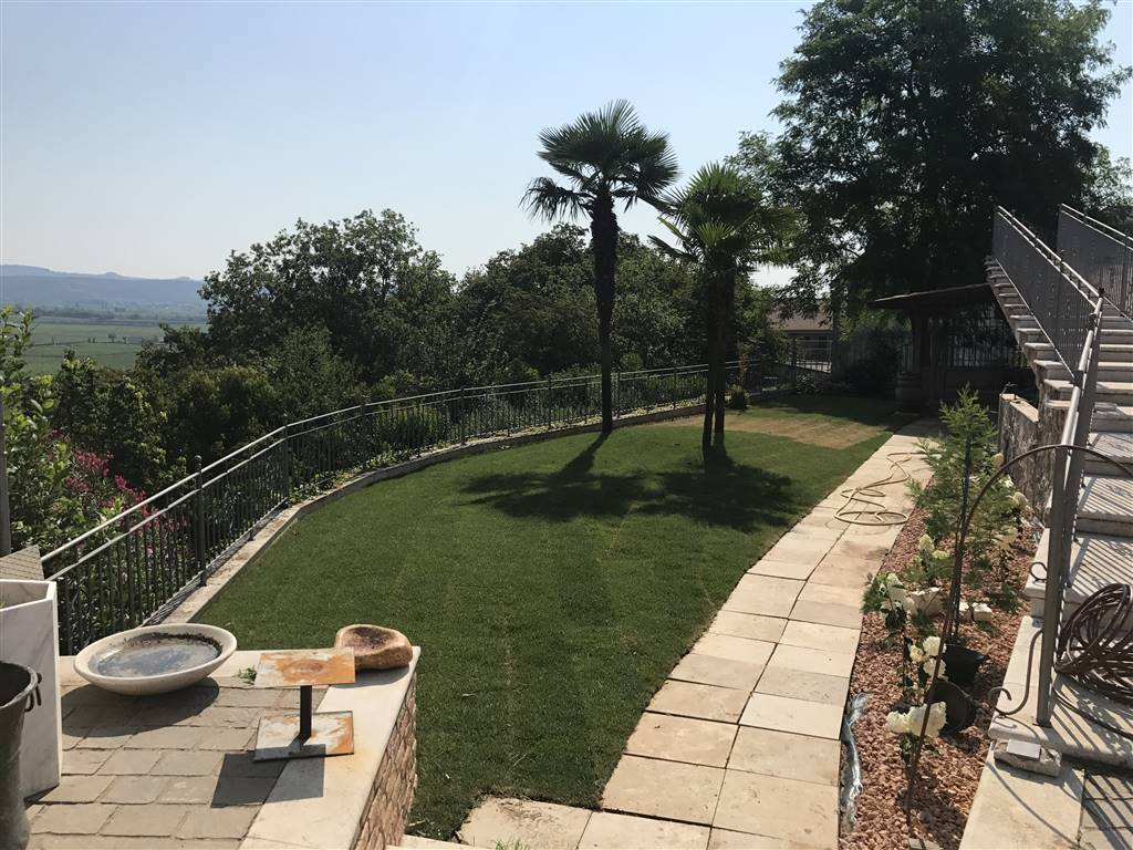 Villa Bifamiliare in Vendita a Lavagno