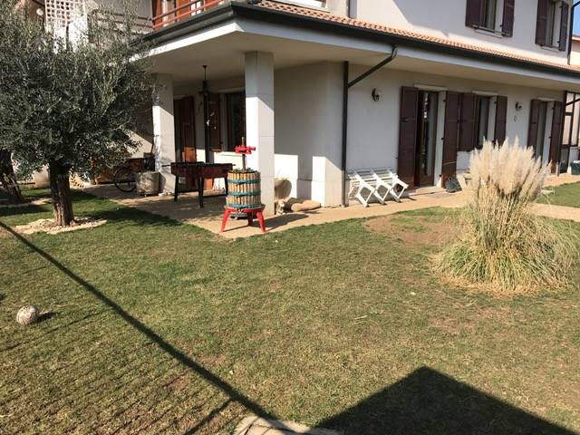 Villa Bifamiliare in vendita a Lavagno, 6 locali, zona Zona: San Pietro, prezzo € 320.000 | Cambio Casa.it