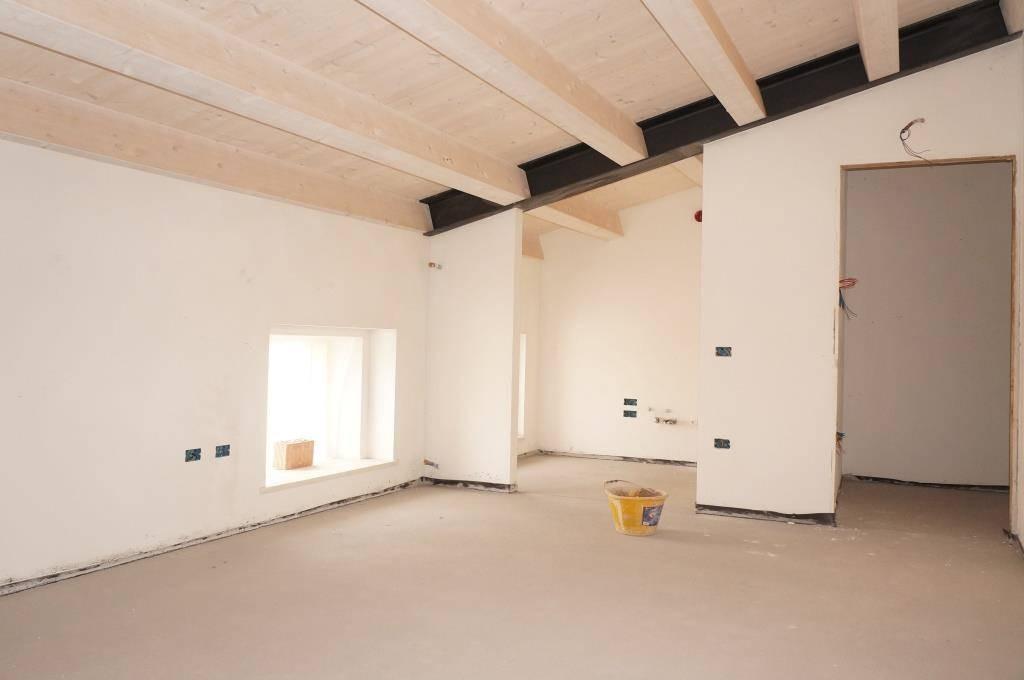 Appartamento in vendita a Caldiero, 4 locali, zona Zona: località Strà, prezzo € 165.000 | Cambio Casa.it