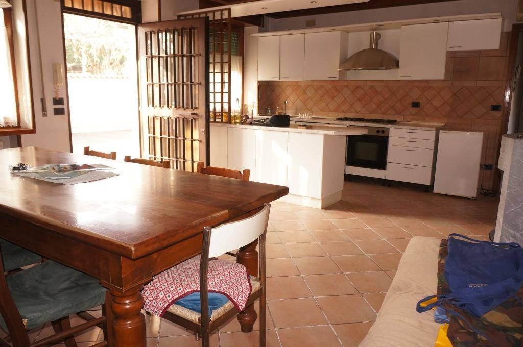 Rustico / Casale in vendita a Caldiero, 6 locali, zona Località: TERME, prezzo € 200.000 | CambioCasa.it