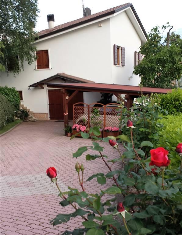 Villa in vendita a Roverè Veronese, 6 locali, prezzo € 410.000 | CambioCasa.it