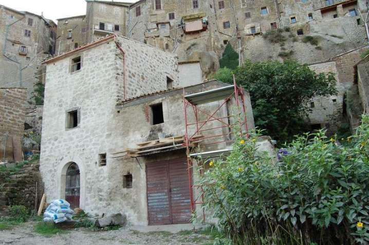 Soluzione Indipendente in vendita a Bomarzo, 4 locali, zona Zona: rioni: Rione Dentro, prezzo € 110.000 | CambioCasa.it