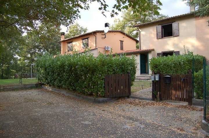 Villa a Schiera in vendita a Porano, 7 locali, prezzo € 220.000 | Cambio Casa.it