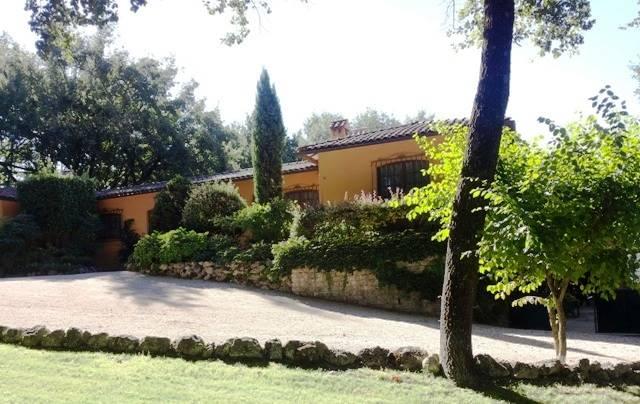 Villa in affitto a Baschi, 11 locali, Trattative riservate | Cambio Casa.it