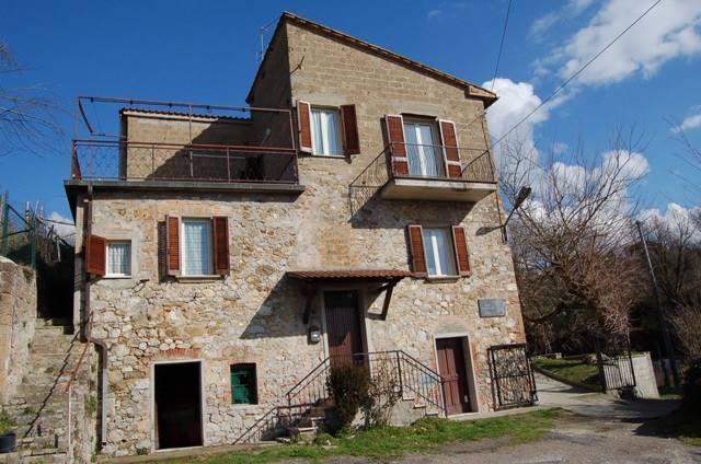 Soluzione Indipendente in vendita a Monteleone d'Orvieto, 8 locali, zona Zona: Spiazzolino, prezzo € 165.000 | Cambio Casa.it