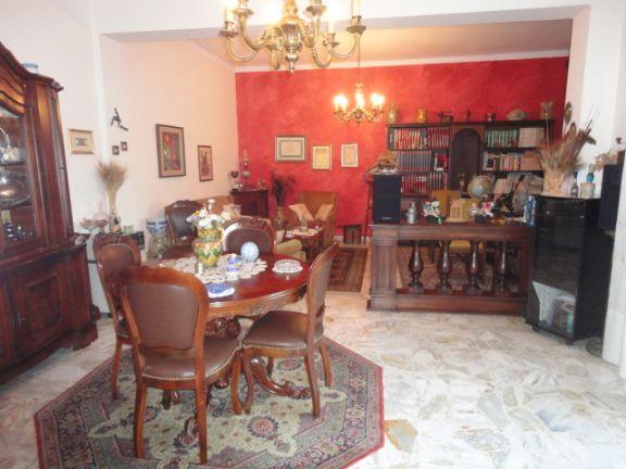 Appartamento in vendita a Ragusa, 5 locali, prezzo € 80.000 | CambioCasa.it