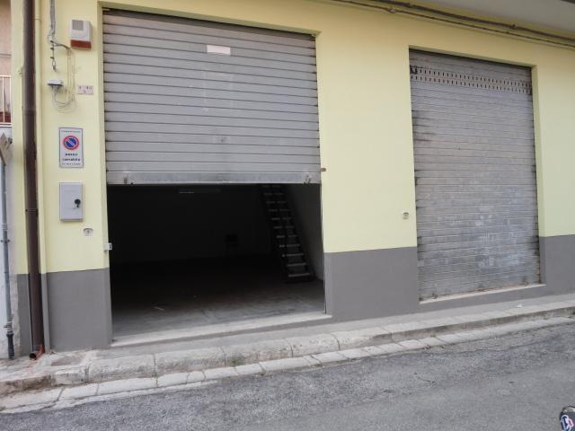 Magazzino in vendita a Ragusa, 9999 locali, prezzo € 70.000 | CambioCasa.it