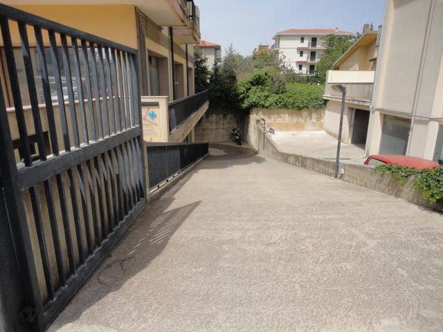 Magazzino in vendita a Ragusa, 9999 locali, prezzo € 150.000 | CambioCasa.it