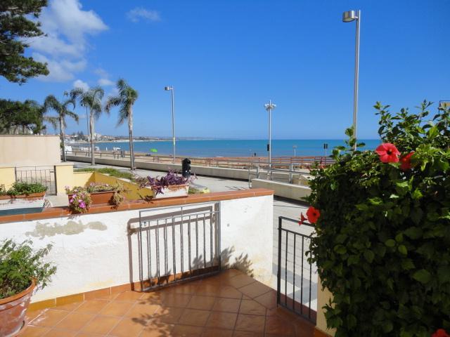 Appartamento in vendita a Ragusa, 3 locali, zona Zona: Marina di Ragusa, prezzo € 495.000 | Cambio Casa.it