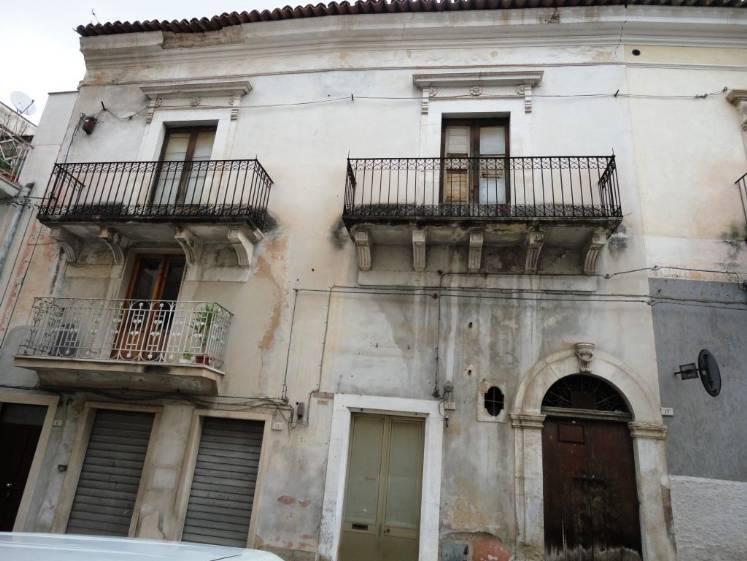 Soluzione Indipendente in vendita a Comiso, 6 locali, prezzo € 165.000 | CambioCasa.it