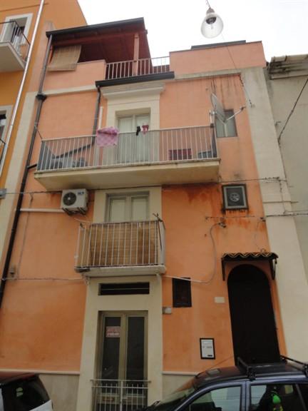 Soluzione Indipendente in vendita a Ragusa, 7 locali, zona Zona: Cappuccini, prezzo € 98.000 | Cambio Casa.it
