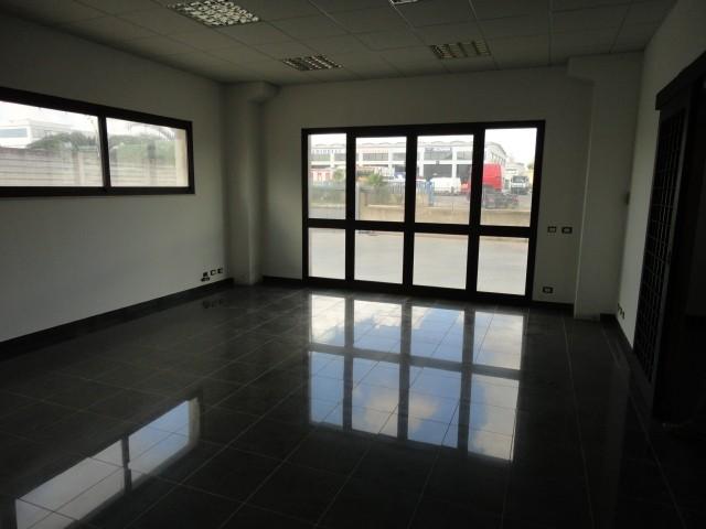 Ufficio / Studio in affitto a Ragusa, 2 locali, prezzo € 700 | CambioCasa.it