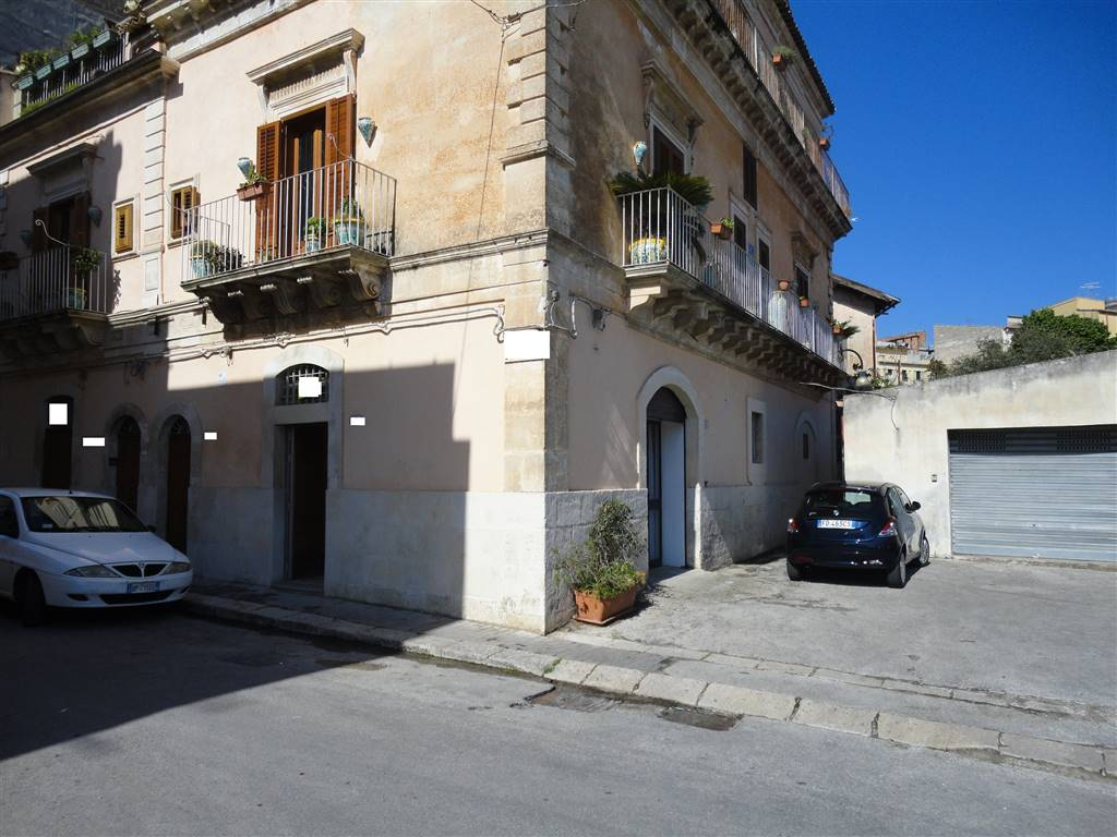 Immobile Commerciale in affitto a Ragusa, 1 locali, zona Località: VILLA MARGHERITA, prezzo € 450 | CambioCasa.it