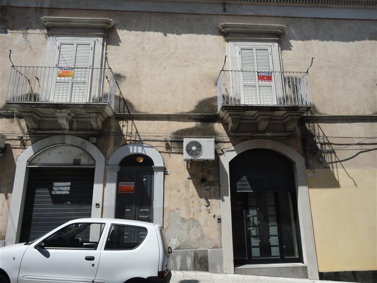 Soluzione Indipendente in vendita a Ragusa, 7 locali, zona Zona: Centro, prezzo € 87.000 | Cambio Casa.it