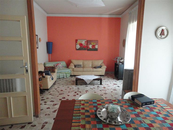 Appartamento in affitto a Ragusa, 7 locali, prezzo € 500 | CambioCasa.it