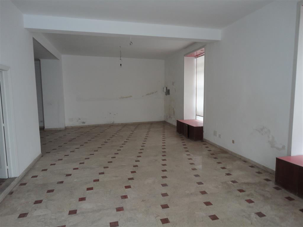 Immobile Commerciale in affitto a Ragusa, 1 locali, zona Zona: Centro, prezzo € 850 | Cambio Casa.it