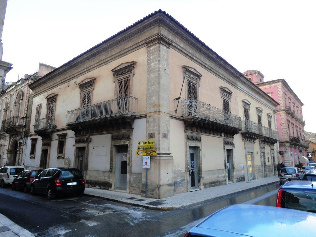 Palazzo / Stabile in vendita a Vittoria, 10 locali, prezzo € 480.000 | CambioCasa.it