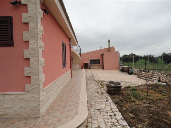 Villa in vendita a Comiso, 7 locali, prezzo € 300.000 | CambioCasa.it