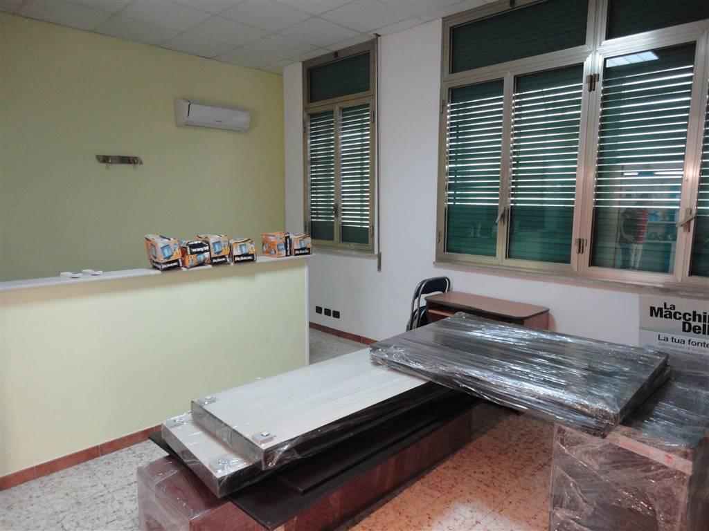 Ufficio / Studio in affitto a Ragusa, 5 locali, zona Località: STAZIONE, prezzo € 370 | Cambio Casa.it