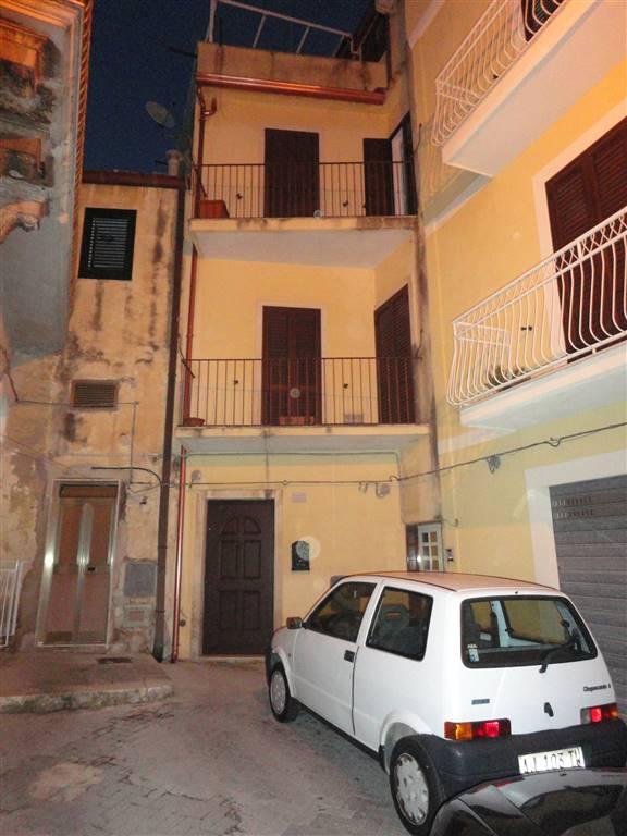 Soluzione Indipendente in vendita a Ragusa, 6 locali, zona Zona: Centro, prezzo € 78.000 | Cambio Casa.it