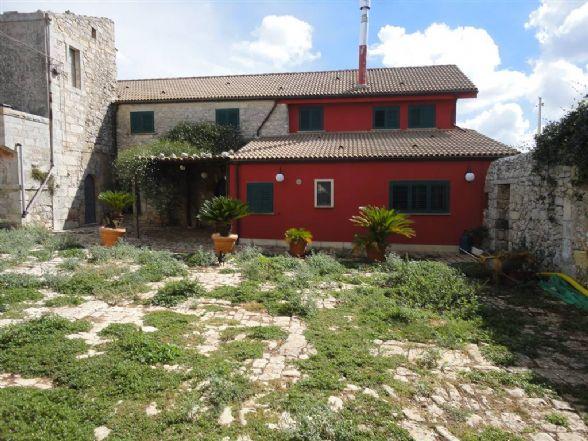 Villa in vendita a Ragusa, 7 locali, prezzo € 300.000 | Cambio Casa.it