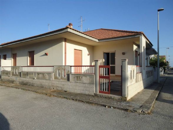 Villa in vendita a Santa Croce Camerina, 5 locali, zona Località: CASUZZE, prezzo € 95.000 | CambioCasa.it