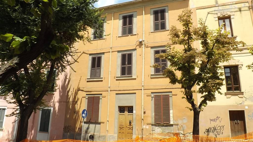 Palazzo-stabile  in Vendita a Sassari