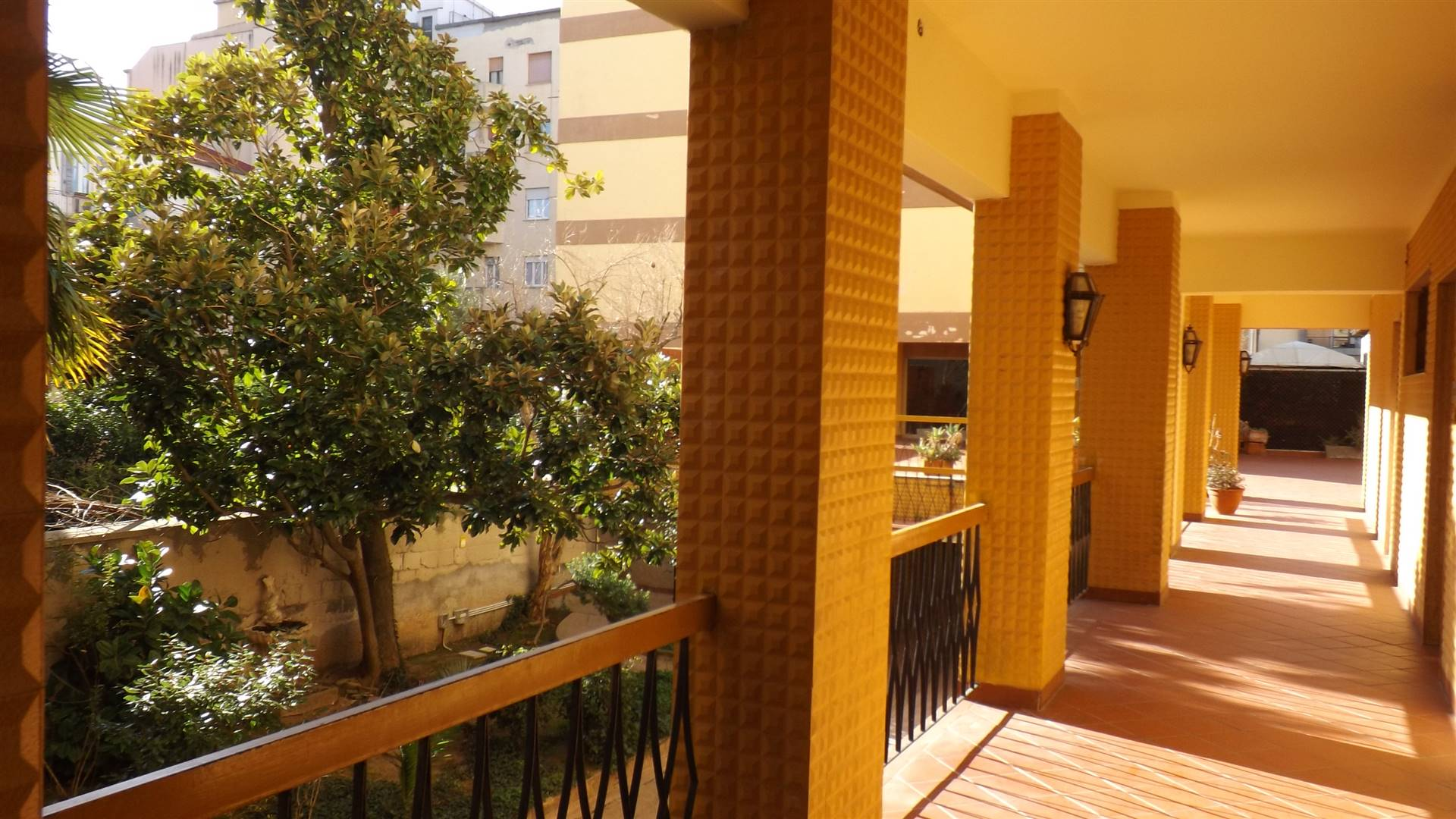 portico condominiale