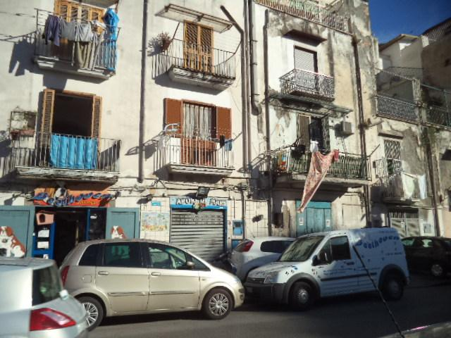 Negozio / Locale in affitto a Castellammare di Stabia, 2 locali, zona Località: CENTRO, prezzo € 450 | Cambio Casa.it